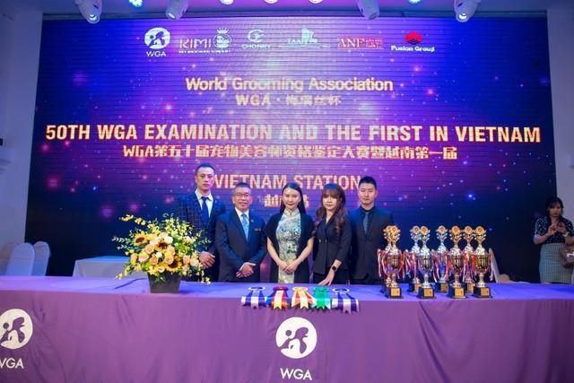 Các Giám khảo quốc tế của World Grooming Association Trong đó có giáo viên Thùy Linh đang giảng dạy tại Kimi Pet