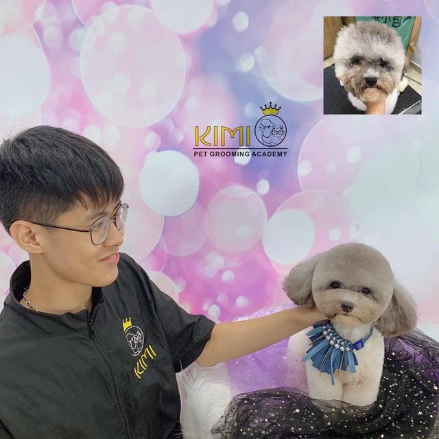 Học viên nam cùng bài thi tốt nghiệp cuối khóa học cắt tỉa lông chó mèo